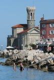 Chiesa della riva di Piran fotografia stock