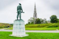 Chiesa della st Alban s e la nostra statua caduta Copenaghen fotografia stock