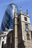 Chiesa della st Andrew Undershaft ed il cetriolino a Londra Fotografie Stock Libere da Diritti