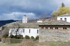 Chiesa della st Nikola con il tetto di pietra nel villaggio di Kovachevitsa Immagini Stock