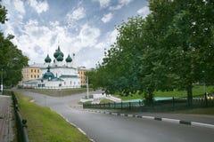 Chiesa della trasfigurazione sulla città immagini stock libere da diritti