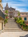 Chiesa della trinità santa, nel ² di Agrà del ` di Forza d, città pittoresca nella provincia di Messina, Sicilia, Italia del sud immagini stock