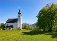 Chiesa delle alpi dell'Austria in villaggio Golling Fotografia Stock