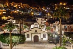 Chiesa dello Sprit santo nel Los Gigantes di notte, Tenerife, stazione termale Immagini Stock Libere da Diritti