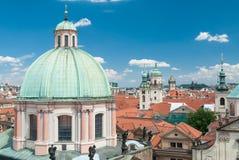 Chiesa dello St Francis dalla torre del ponte, Praga, repubblica Ceca Immagini Stock