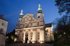 Chiesa di Bernandine alla notte a Cracovia Fotografie Stock