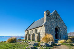 Chiesa di buon pastore che è individuato nel lago Tekapo, Nuova Zelanda Fotografie Stock Libere da Diritti