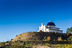 Chiesa di costruzione nelle montagne fotografia stock libera da diritti