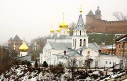 Chiesa di Elia il profeta ed il Cremlino Nižnij Novgorod Fotografia Stock Libera da Diritti