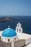 Chiesa di Firostefani su Santorini fotografie stock