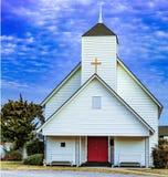 chiesa di legno 1895 con l'incrocio d'ottone fotografie stock