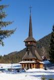 Chiesa di legno in inverno fotografia stock