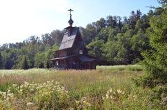 Chiesa di legno nel legno Fotografia Stock Libera da Diritti