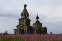 Chiesa di legno ortodossa fotografie stock libere da diritti
