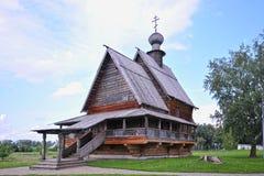 Chiesa di legno in Suzdal'nell'ora legale Immagini Stock Libere da Diritti