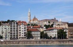 Chiesa di Matthias e riva del fiume di Budapest del bastione del pescatore fotografia stock