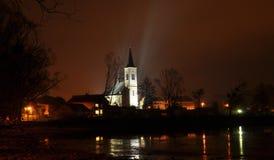 Chiesa di notte immagini stock