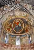 Chiesa di Paul e di St Peter in Biasca, Svizzera: Jesus Christ dentro di forma di mandorla Fotografia Stock