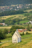Chiesa di pietra in natura verde Fotografie Stock