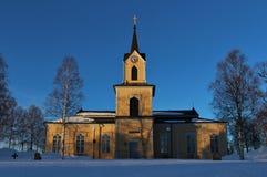 Chiesa di Råneå in sole di inverno Immagini Stock Libere da Diritti