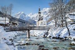 Chiesa di Ramsau nell'inverno, terra di Berchtesgadener, Baviera, Germania Fotografia Stock Libera da Diritti