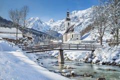 Chiesa di Ramsau nell'inverno, terra di Berchtesgadener, Baviera, Germania Immagine Stock Libera da Diritti