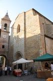 Chiesa di San Francesco nel villaggio medievale di Staffolo, Italia fotografia stock