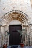 Chiesa di San Francesco nel villaggio medievale di Staffolo, Italia immagini stock libere da diritti