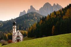 Chiesa di San Giovanni in Ranui Val di Funes, Italia Fotografia Stock Libera da Diritti