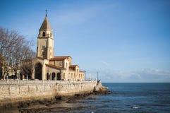 Chiesa di San Pedro, in passeggiata di Gijon Fotografie Stock Libere da Diritti