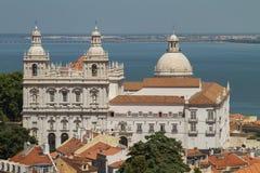 Chiesa di Santa Engracia, Lisbona, Portogallo con l'oceano Fotografia Stock Libera da Diritti