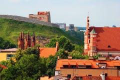 Chiesa di St Anne e della torre di Gediminas a Vilnius, Lituania immagini stock libere da diritti