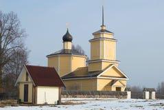 Chiesa di St George in Gorodishche Voronich Pushkinskie sanguinoso, Russia Fotografia Stock