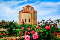 Chiesa di St George sulla costa di mar Mediterraneo vicino di Pafo Immagini Stock Libere da Diritti