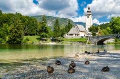 Chiesa di St John il battista, lago Bohinj Immagini Stock Libere da Diritti