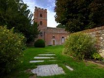 Chiesa di St Mary a Avington - sulla base del parco di Avington - vicino al fiume Itchen ed all'interno del parco nazionale del s immagini stock libere da diritti
