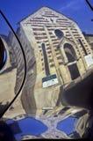 chiesa di Stefano di santo a Verona in un riflesso di un'automobile Immagine Stock Libera da Diritti