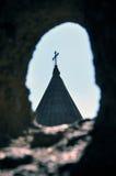 Chiesa di Surb Geghard da un foro Fotografia Stock
