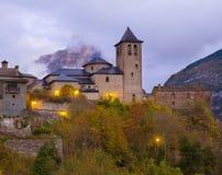 Chiesa di Torla in valle di Pirenei Ordesa all'Aragona Huesca Spagna Fotografia Stock Libera da Diritti