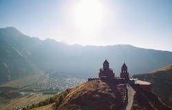 Chiesa di trinità in Gergeti fotografia stock