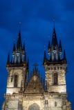 Chiesa di Tyn nella notte Fotografie Stock Libere da Diritti