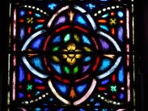 Chiesa: disegno del quatrefoil di vetro macchiato della finestra Immagini Stock