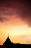 Chiesa e cielo rosso Fotografia Stock Libera da Diritti