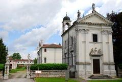 Chiesa e costruzione elegante in Portobuffolè nella provincia di Treviso nel Veneto (Italia) Immagini Stock