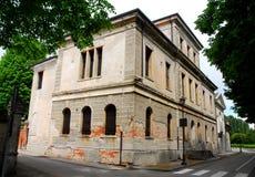 Chiesa e costruzione elegante in Portobuffolè nella provincia di Treviso nel Veneto (Italia) Fotografie Stock