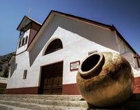 Chiesa e grande POT Fotografia Stock