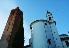 Chiesa e torre in Castelfranco Veneto, Treviso fotografie stock
