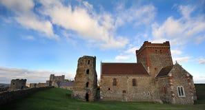 Chiesa e torretta del Saxon del castello di Dover Fotografie Stock Libere da Diritti