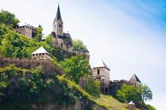 Chiesa e torri del castello di Hochosterwitz Immagini Stock