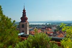 Chiesa e vecchia città di Ptuj Fotografia Stock Libera da Diritti